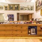 Antiquitäten Wien: Verkaufstheke im ersten Bezirk