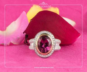 Pink Turmalinring, ~ 6,14ct., umrahmt von Brillanten, ~ 2ct., in 18K Weißgold gefasst